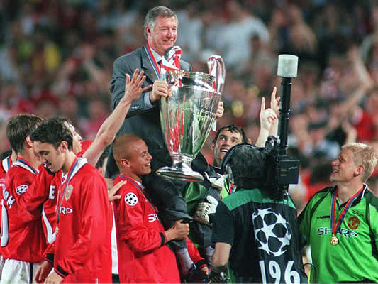 Ferguson with the Champions League Trophyin1999