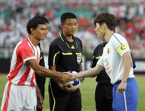 Phan Van Tai Em (left)