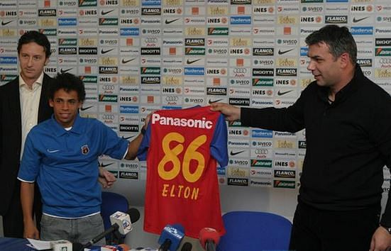 Elton being unveiled by Steaua Bucuresti