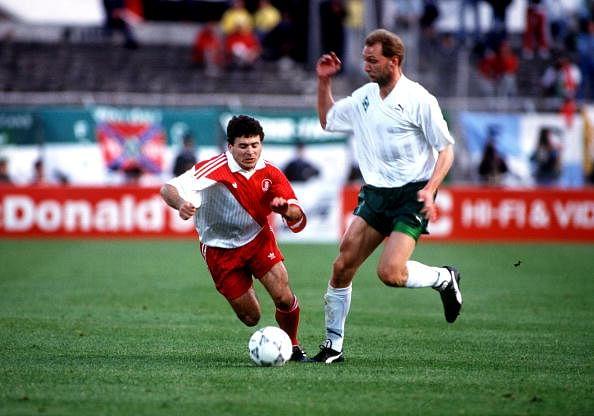 Rui Barros (L) in the 1992 UEFA Cup Winners Cup Final