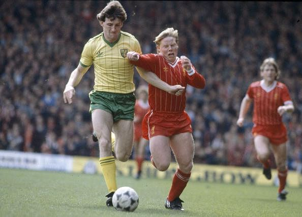 Sammy Lee (R) playing for Liverpool