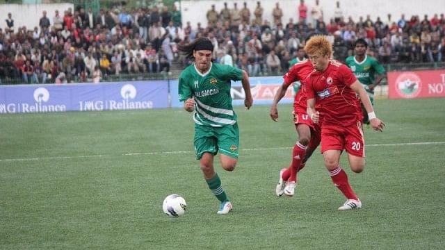 Angel Guirado (in green) had a brief stint at Salgaocar last season