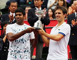 Rohan Bopanna and Edouard Roger-Vasselin with their Japan Open trophy