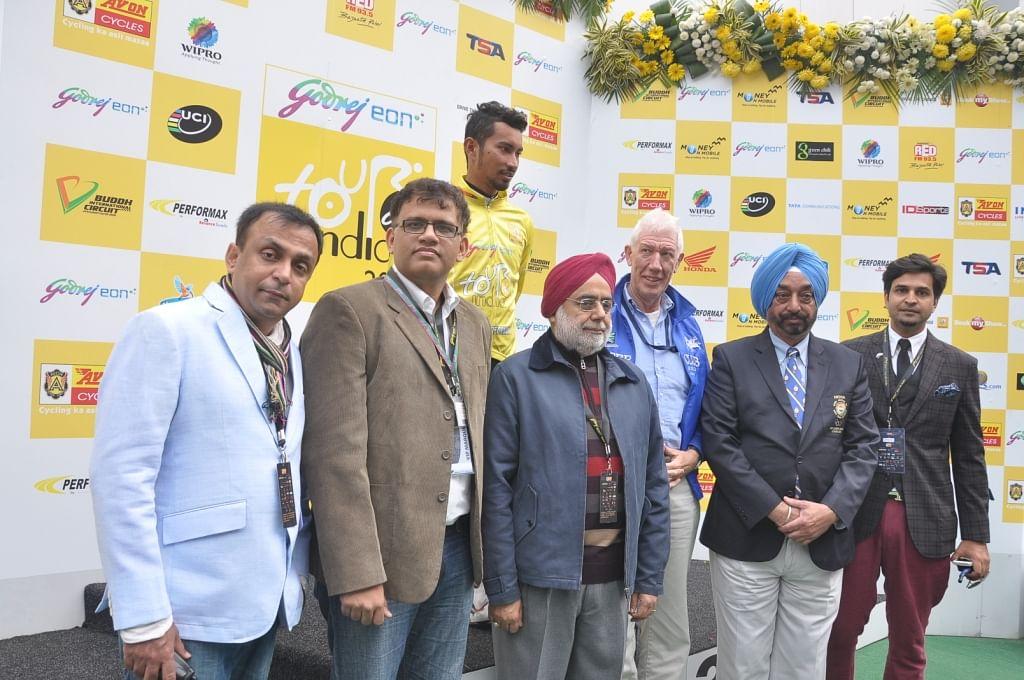 Dr.Akil Khan, Ramesh Chembath,Onkar Singh and Ojas S Desai with the winner of International cyclothon