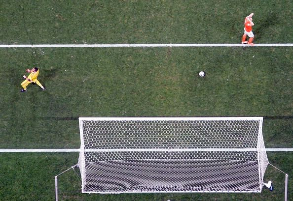 Ron Vlaar Netherlands penalty Argentina