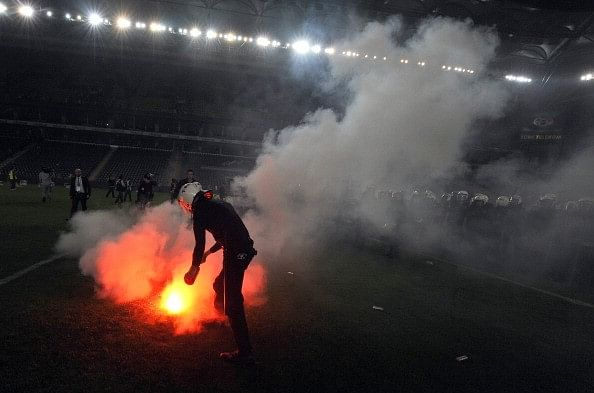Fenerbahce supporters clash with law enforcement derby galatasaray
