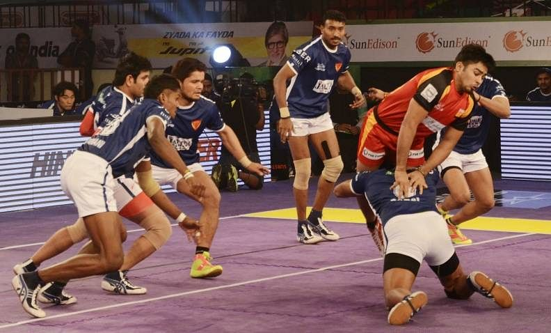 Pawan Kumar makes an unsuccessful attempt to leap over Ravinder Pahal of Dabang Delhi, in match 32 of the Star Sports Pro Kabaddi season 3.