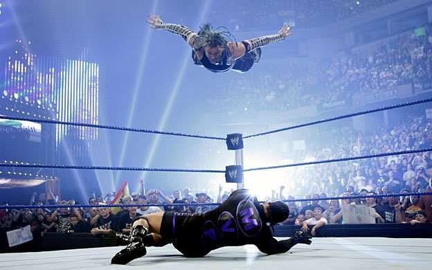 Jeff Hardy can fly!!