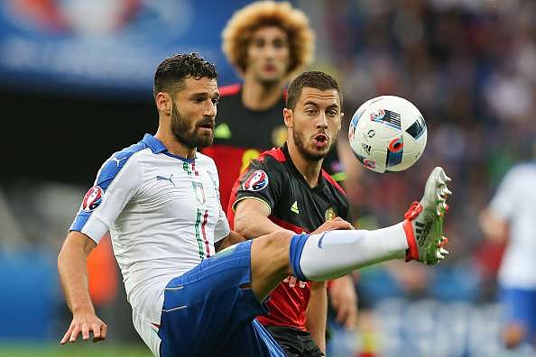 Antonio Candreva and Eden Hazard fight for the ball during the game