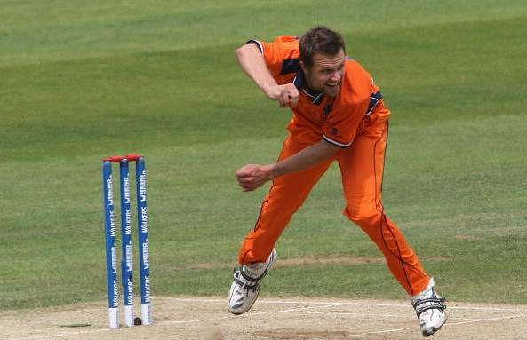 Dirk Nannes playing in Dutch colours