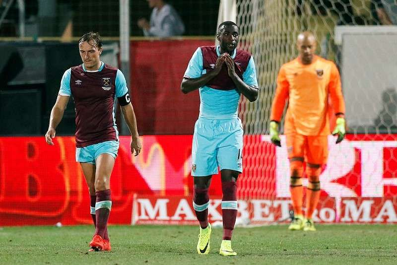 Football Soccer - FC Astra Giurgiu v West Ham United - UEFA Europa League Qualifying Play-Off First Leg - Stadionul Marin Anastasovici, Giurgiu, Romania - 18/8/16 West Ham
