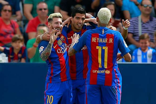LEGANES, SPAIN - SEPTEMBER 17: Lionel Messi (L) celebrates scoring their opening goal with teammate Luis Suarez (2ndL) and Neymar JR. (R) during the La Liga match between Deportivo Leganes and FC Barcelona at Estadio Municipal de Butarque on September 17, 2016 in Leganes, Spain. (Photo by Gonzalo Arroyo Moreno/Getty Images)