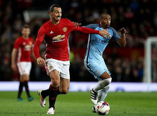 MANCHESTER, ENGLAND - OCTOBER 26:  Zlatan Ibrahimovic of Manchester United (L) and Fernando of Manchester City (R) battle for possession during the EFL Cup fourth round match between Manchester United and Manchester City at Old Trafford on October 26, 2016 in Manchester, England.  (Photo by David Rogers/Getty Images)