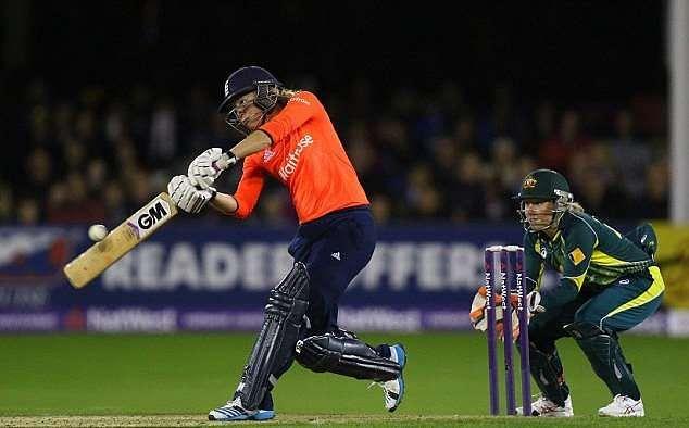 England's experienced batswoman Sarah Taylor has scored a lot of runs using GM bat