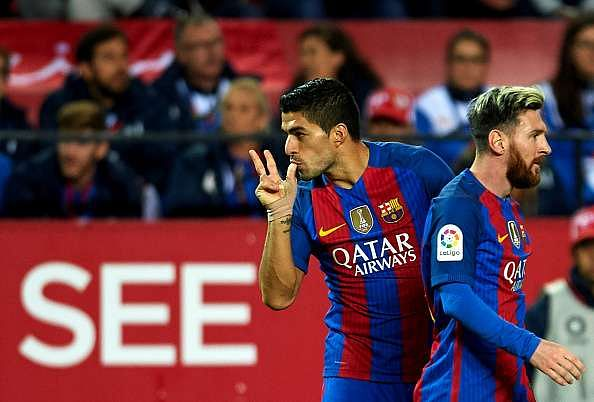 SEVILLE, SPAIN - NOVEMBER 06:  Luis Suarez of FC Barcelona  celebrates after scoring with his team mate Lionel Messi of FC Barcelona  during the match between Sevilla FC vs FC Barcelona as part of La Liga at Ramon Sanchez Pizjuan Stadium on November 6, 2016 in Seville, Spain.  (Photo by Aitor Alcalde/Getty Images)