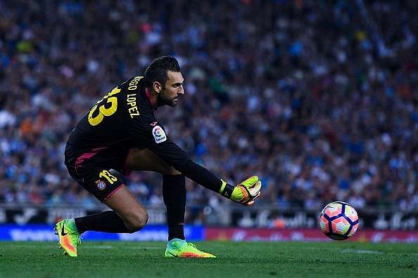 BARCELONA, SPAIN - SEPTEMBER 18:  Diego Lopez of RCD Espanyol in action during the La Liga match between RCD Espanyol and Real Madrid CF at the RCDE stadium on September 18, 2016 in Barcelona, Spain.  (Photo by David Ramos/Getty Images)