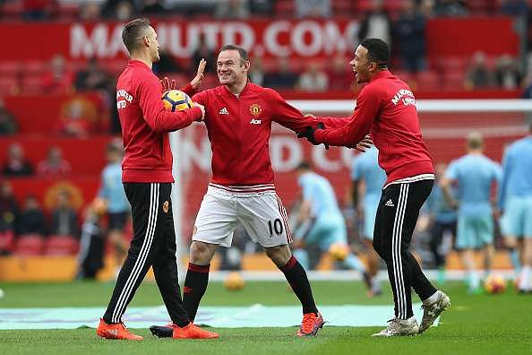 MANCHESTER, ENGLAND - OCTOBER 29: Wayne Rooney of Manchester United (C) shares a smile with his Morgan Schneiderlin of Manchester United (L) and Memphis Depay of Manchester United (R) during the warm up prior to kick off during the Premier League match between Manchester United and Burnley at Old Trafford on October 29, 2016 in Manchester, England.  (Photo by Mark Robinson/Getty Images)