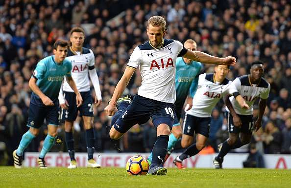 LONDON, ENGLAND - DECEMBER 03:  Harry Kane of Tottenham Hotspur converts the penalty to score the opening goal during the Premier League match between Tottenham Hotspur and Swansea City at White Hart Lane on December 3, 2016 in London, England.  (Photo by Tony Marshall/Getty Images)