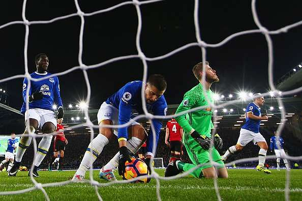 LIVERPOOL, ENGLAND - DECEMBER 04:  Kevin Mirallas of Everton collects the ball as David De Gea of Manchester United looks dejected as Leighton Baines of Everton scores their first and equalising goal from the penalty spot during the Premier League match between Everton and Manchester United at Goodison Park on December 4, 2016 in Liverpool, England.  (Photo by Clive Brunskill/Getty Images)