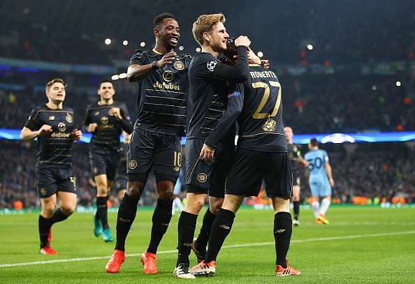 MANCHESTER, ENGLAND - DECEMBER 06: Patrick Roberts of Celtic (R) celebrates scoring his sides first goal with his Celtic team mates during the UEFA Champions League Group C match between Manchester City FC and Celtic FC at Etihad Stadium on December 6, 2016 in Manchester, England.  (Photo by Clive Brunskill/Getty Images)