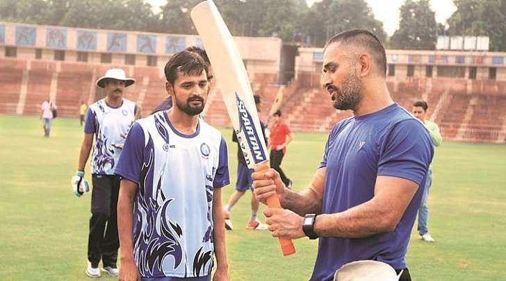 MS Dhoni with the Jharkhand team