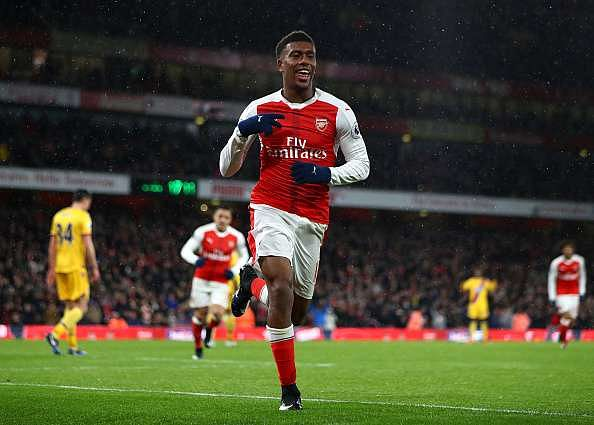 LONDON, ENGLAND - JANUARY 01:  Alex Iwobi of Arsenal celebrates after scoring his team
