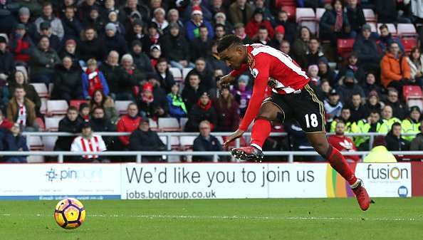 SUNDERLAND, ENGLAND - JANUARY 14:  Jermain Defoe of Sunderland scores his sides first goal during the Premier League match between Sunderland and Stoke City at Stadium of Light on January 14, 2017 in Sunderland, England.  (Photo by Ian MacNicol/Getty Images)