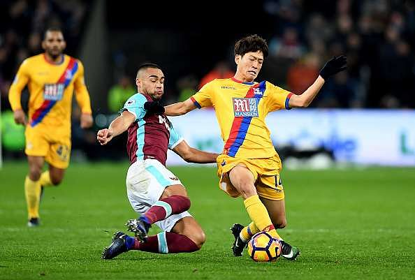 LONDON, ENGLAND - JANUARY 14: Winston Reid of West Ham United (L) tackles Chung-yong Lee of Crystal Palace (R) during the Premier League match between West Ham United and Crystal Palace at London Stadium on January 14, 2017 in London, England.  (Photo by Shaun Botterill/Getty Images)