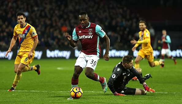 LONDON, ENGLAND - JANUARY 14: Michail Antonio of West Ham United (C) takes the ball past Wayne Hennessey of Crystal Palace (R) during the Premier League match between West Ham United and Crystal Palace at London Stadium on January 14, 2017 in London, England.  (Photo by Bryn Lennon/Getty Images)