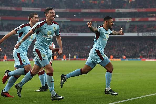 LONDON, ENGLAND - JANUARY 22:  Andre Gray (R) of Burnley celebrates scoring his team