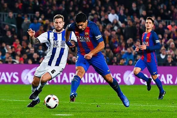 BARCELONA, SPAIN - JANUARY 26:  Luis Suarez of FC Barcelona scores his team