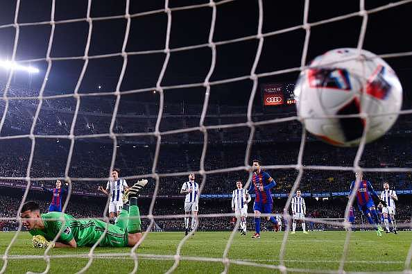 BARCELONA, SPAIN - JANUARY 26:  Lionel Messi of FC Barcelona scores from the penalty spot his team