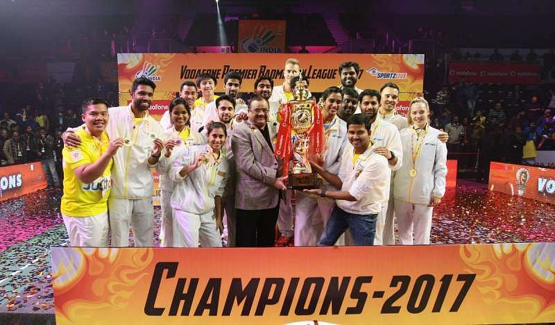 The Chennai Smashers team with the PBL trophy. (Image courtesy: PBL Twitter)