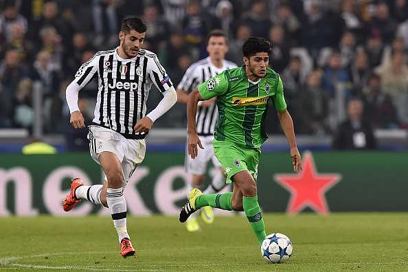 TURIN, ITALY - OCTOBER 21:  Mahmoud Dahoud (R) of VfL Borussia Moenchengladbach in action against Alvaro Morata of Juventus during the UEFA Champions League group stage match between Juventus and VfL Borussia Moenchengladbach at Juventus Arena on October 21, 2015 in Turin, Italy.  (Photo by Valerio Pennicino/Getty Images)