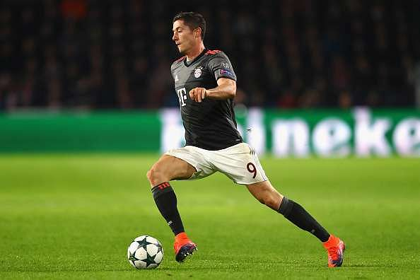 EINDHOVEN, NETHERLANDS - NOVEMBER 01:  Robert Lewandowski of Bayern Muenchen in action during the UEFA Champions League Group D match between PSV Eindhoven and FC Bayern Muenchen at Philips Stadion on November 1, 2016 in Eindhoven, Netherlands.  (Photo by Dean Mouhtaropoulos/Getty Images)