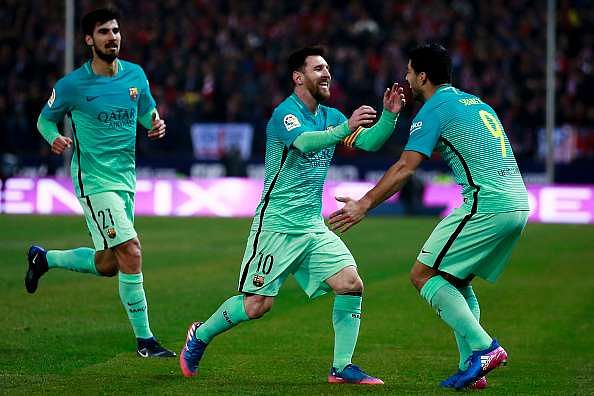 MADRID, SPAIN - FEBRUARY 01: Lionel Messi of FC Barcelona celebrates scoring their second goal with teammates Luis Suarez (R) and Andre Gomes (L) during the Copa del Rey semi-final first leg match between Club Atletico de Madrid and FC Barcelona at Estadio Vicente Calderon on February 1, 2017 in Madrid, Spain.  (Photo by Gonzalo Arroyo Moreno/Getty Images)