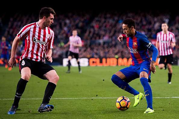 BARCELONA, SPAIN - FEBRUARY 04:  Neymar Santos Jr (R) of FC Barcelona dribbles Aymeric Laporte (L) of Athletic Club during the La Liga match between FC Barcelona and Athletic Club at Camp Nou  stadium on February 4, 2017 in Barcelona, Spain.  (Photo by Alex Caparros/Getty Images)
