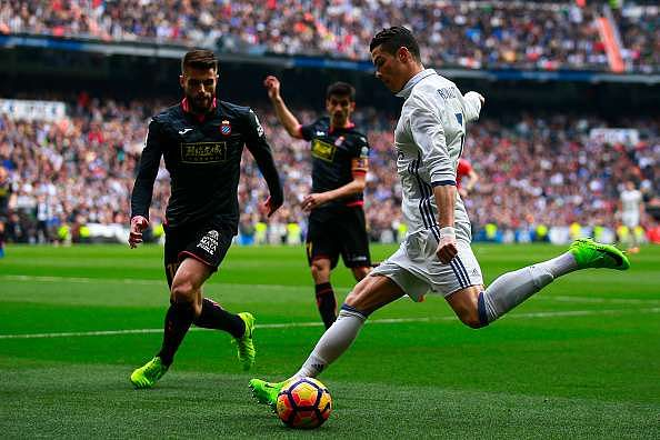 MADRID, SPAIN - FEBRUARY 18: Cristiano Ronaldo (R) of Real Madrid CF competes for the ball with David Lopez (L) of RCD Espanyol during the La Liga match between Real Madrid CF and RCD Espanyol at Estadio Santiago Bernabeu on February 18, 2017 in Madrid, Spain. (Photo by Gonzalo Arroyo Moreno/Getty Images)