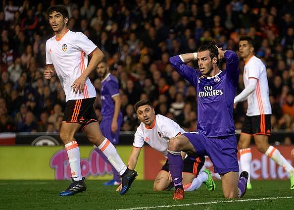VALENCIA, SPAIN - FEBRUARY 22:  Gareth Bale of Real Madrid reacts during the La Liga match between Valencia CF and Real Madrid at Mestalla Stadium on February 22, 2017 in Valencia, Spain.  (Photo by Manuel Queimadelos Alonso/Getty Images)