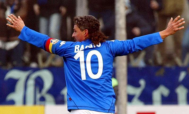Baggio celebrating a goal while playing for Brescia