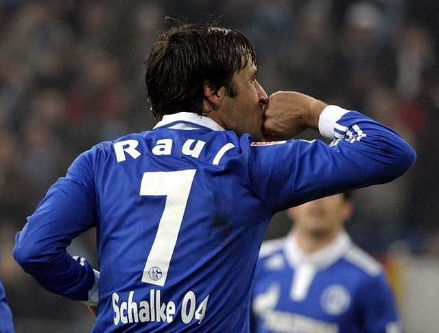 Raul's number seven jersey at Schalke has been retired