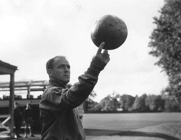 25th October 1960:  Spanish footballer Alfredo di Stefano, one of the world