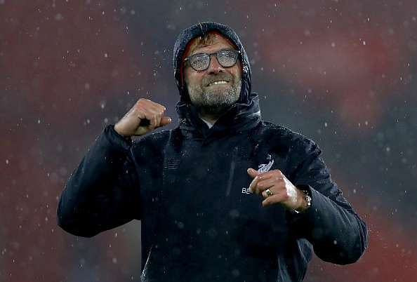 SOUTHAMPTON, ENGLAND - NOVEMBER 19:  Jurgen Klopp, Manager of Liverpool shows appreciation to the fans after the final whislte during the Premier League match between Southampton and Liverpool at St Mary