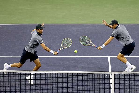 INDIAN WELLS, CA - MARCH 11:  Bob Bryan and Mike Bryan play Nick Kyrgios of Australia and Nenad Zimonjic of Serbia during the BNP Paribas Open at the Indian Wells Tennis Garden on March 11, 2017 in Indian Wells, California.  (Photo by Matthew Stockman/Getty Images)