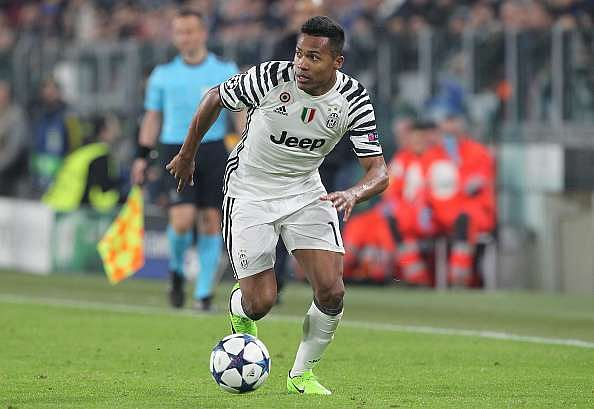 TURIN, ITALY - MARCH 14:  Alex Sandro of Juventus FC in action during the UEFA Champions League Round of 16 second leg match between Juventus and FC Porto at Juventus Stadium on March 14, 2017 in Turin, Italy.  (Photo by Marco Luzzani/Getty Images)