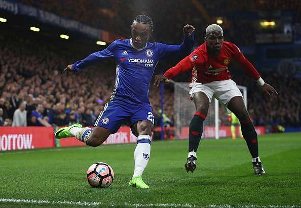LONDON, ENGLAND - MARCH 13:  Willian of Chelsea is watched by Paul Pogba of Manchester United during The Emirates FA Cup Quarter-Final match between Chelsea and Manchester United at Stamford Bridge on March 13, 2017 in London, England.  (Photo by Julian Finney/Getty Images)