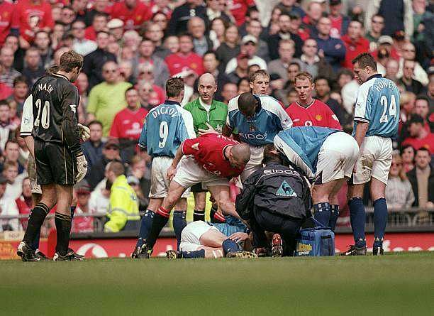 21 Apr 2001:  Roy Keane of Manchester United shouts at Alf Inge Haaland of Manchester City following his red card during the FA Carling Premiership match played at Old Trafford, in Manchester, England. The match ended in a 1-1 draw. \ Mandatory Credit: Gary M Prior/Allsport