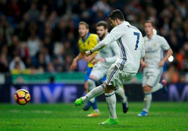MADRID, SPAIN - MARCH 01: Cristiano Ronaldo of Real Madrid CF scores their second goal from a penalty shot during the La Liga match between Real Madrid CF and UD Las Palmas at Estadio Santiago Bernabeu on March 1, 2017 in Madrid, Spain.  (Photo by Gonzalo Arroyo Moreno/Getty Images)
