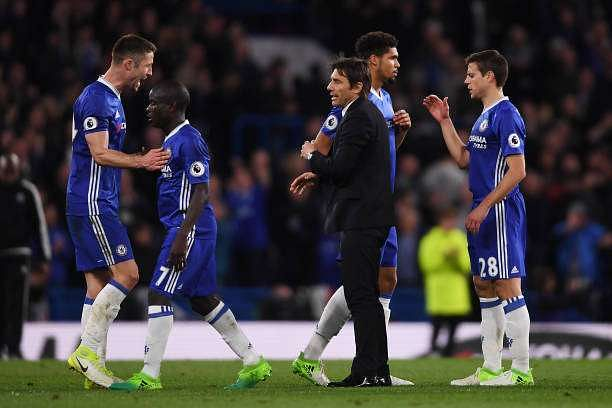 LONDON, ENGLAND - APRIL 05: Gary Cahill of Chelsea (L) and Antonio Conte, Manager of Chelsea (R) celebrate after the Premier League match between Chelsea and Manchester City at Stamford Bridge on April 5, 2017 in London, England.  (Photo by Mike Hewitt/Getty Images)