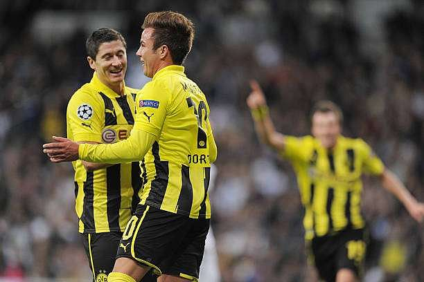 MADRID, SPAIN - NOVEMBER 06:  Mario Gotze (2nd L) of Borussia Dortmund celebrates with team-mate Robert Lewandowski after scoring their team
